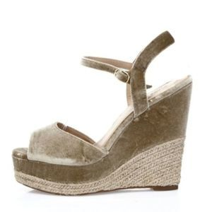 NWOB Zigi Soho Caridee Women's Brown Velvet Wedge